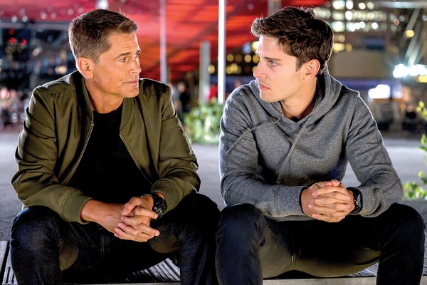 Rob Lowe and Ronen Rubinstein in 9-1-1 scene: Lone Star (Photo: Reproduction)