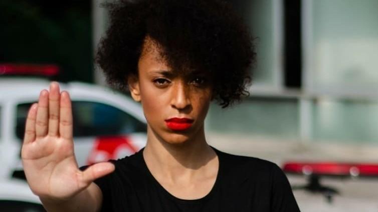 49 perfis que atacaram Erika Hilton terão sigilos quebrados pela Justiça