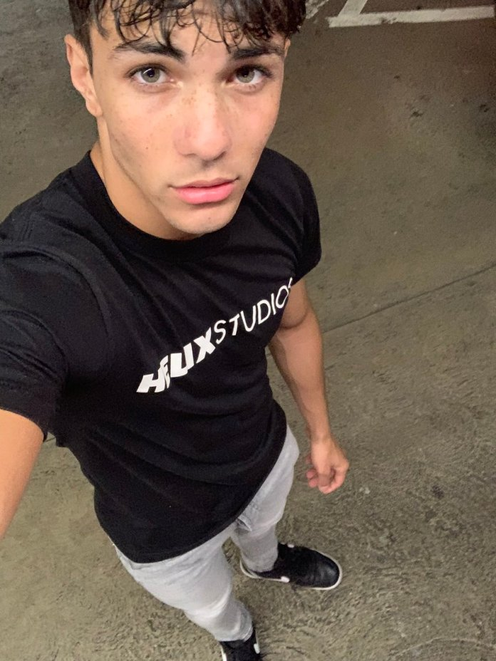 Ator pornô gay Alex Riley morre aos 22 anos