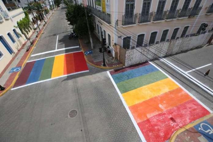 Lei determina fixação de placas contra LGBTfobia em estabelecimentos no Ceará