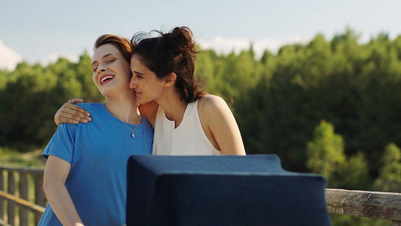 """Drama lésbico italiano """"Mãe+Mãe"""" grátis no streaming até 09 de maio, Dia das Mães"""