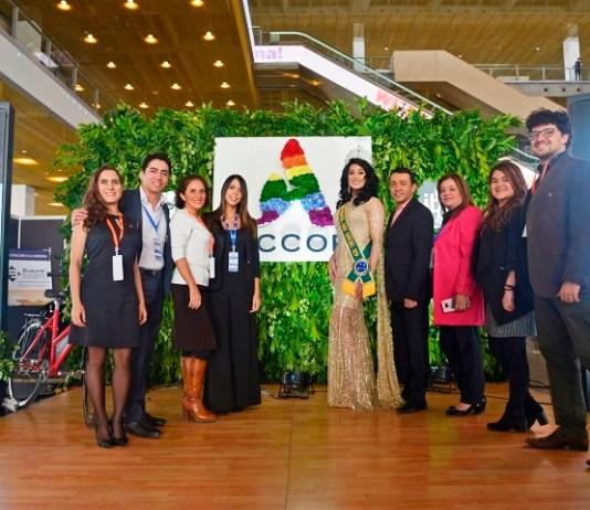 Equipe Accor e Antonia Gutierrez, Miss Brasil Gay Oficial 2019, no estande da Accor na WeTrade