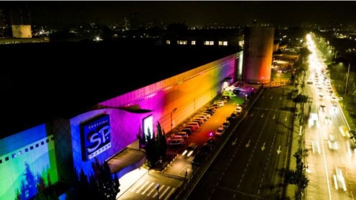 Shopping SP Market ilumina fachada em homenagem à causa LGBT