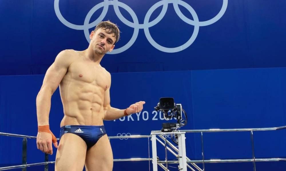 """Tom Daley conquista medalha de ouro em Tóquio: """"Sou gay e campeão olímpico"""""""