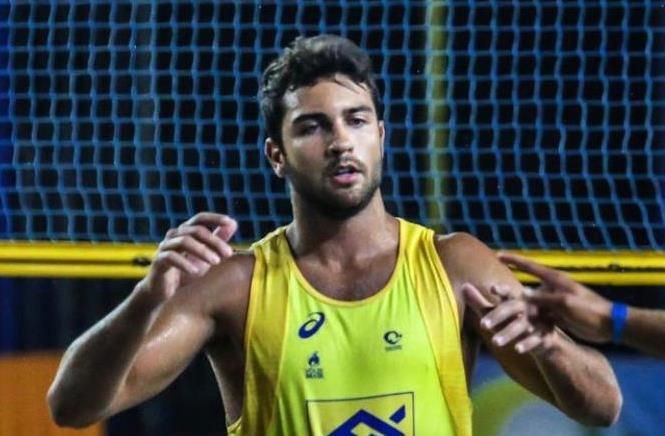 Vinícius Freitas fala sobre ser gay no esporte, religião e repercussão após elogio da Anitta