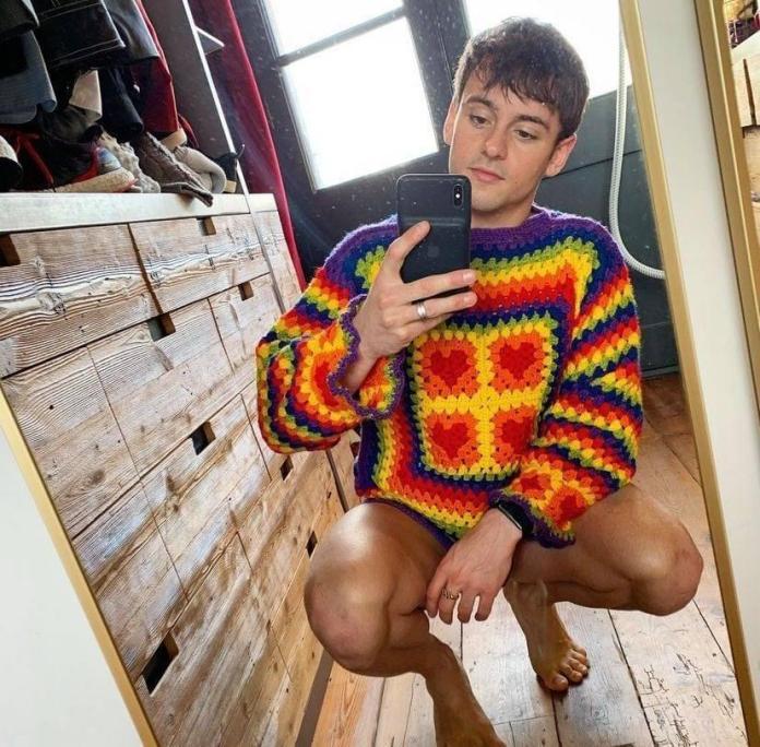 Em Tóquio, medalhista Tom Daley faz tricô
