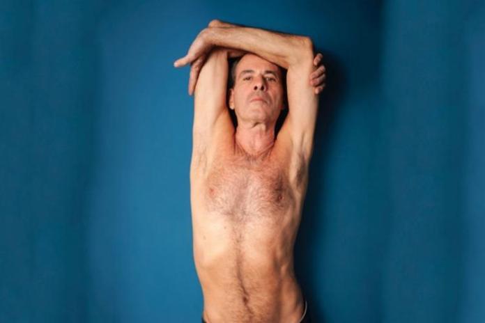 Ney Matogrosso posta foto de pênis ereto por acidente no Instagram