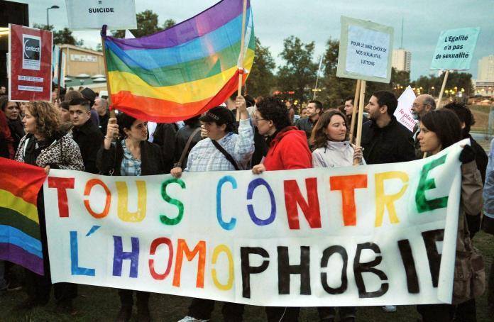 Deputados da França aprovam proibição da cura gay