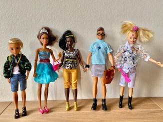 Fashionista Israel Cassol levanta polêmica ao criar bonecas de gênero neutro