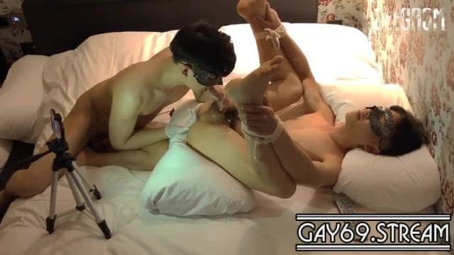 【Gay69Stream_051D】 Seegasm fingering then fucking a slim tied bottom – First Angle