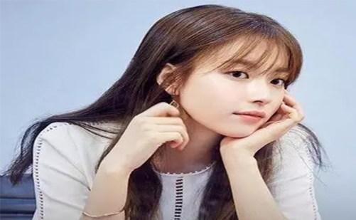See Though Bangs adalah salah satu gaya rambut terkini ala Korea yang  sering banget jadi tranding di media. Model rambut yang satu ini memang  populer banget ... 31b548249f