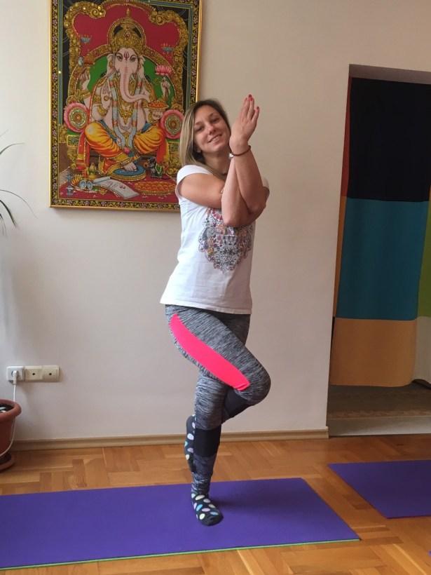 Освежаваща обедна йога