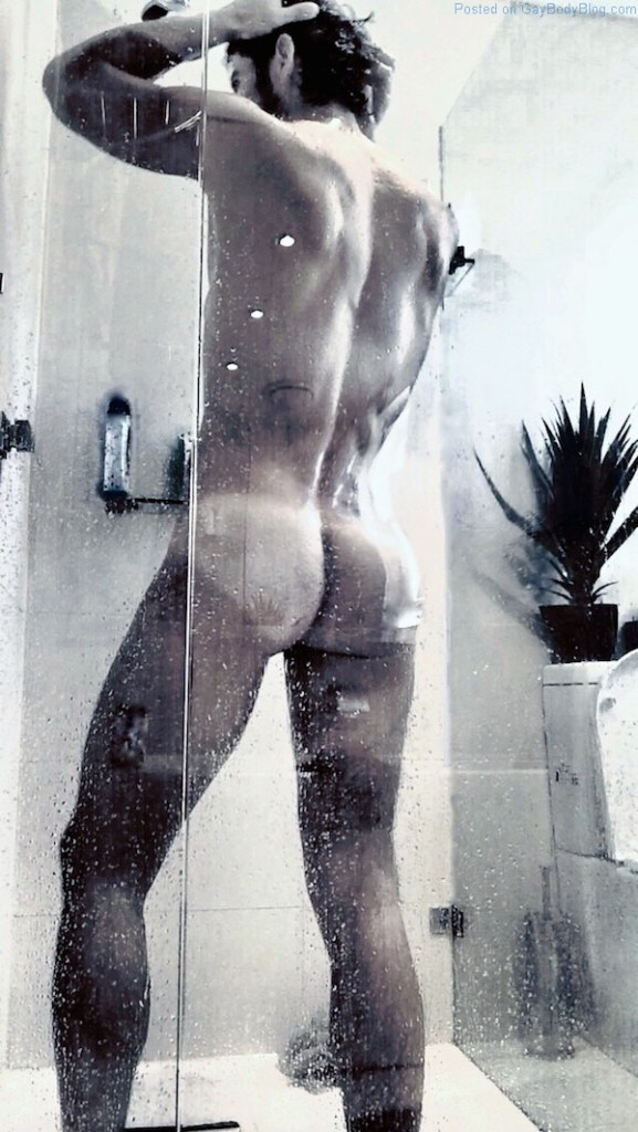 Diego Arnary naked ass in the shower