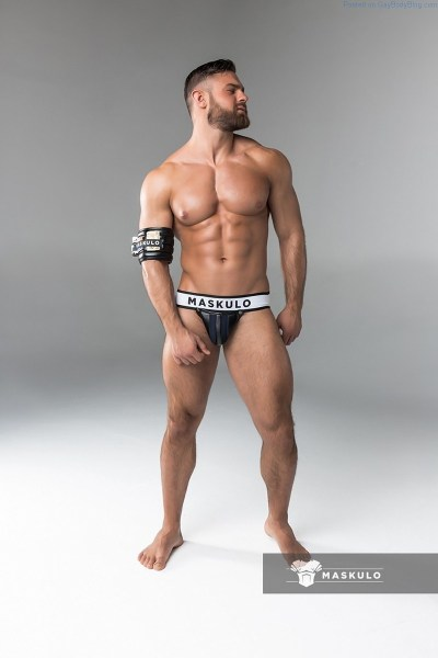 Muscle man Kirill Dowidoff in underwear