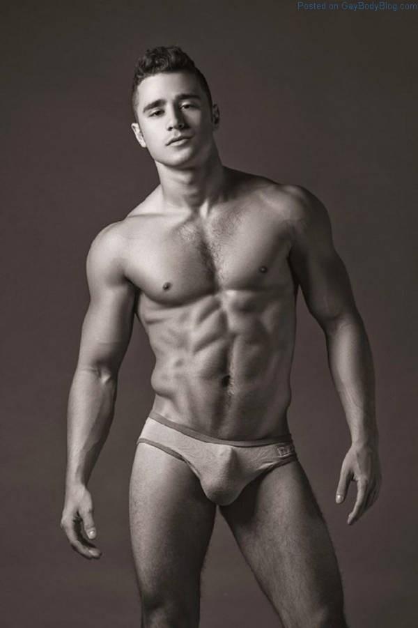 Male model bulge VPL