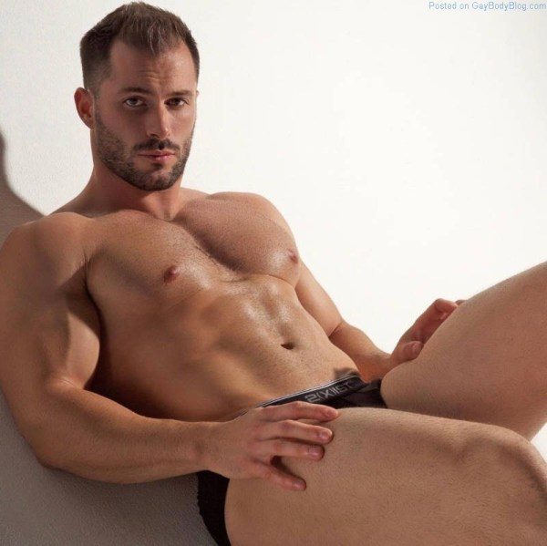 muscle model Quin Bruce in underwear