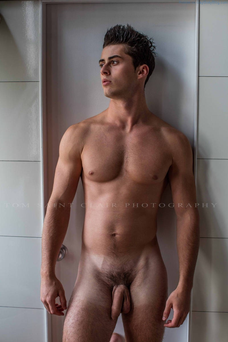 Uncut Boy Mateo Lanzi Is A Total Show Off, And I'm Loving It