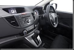 Honda_CR-V_two-wheel_drive_interior (1)