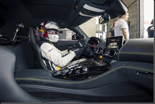 Mercedes-AMG-GTR-sets-new-production-car-lap-record-at-Mount-Panorama (2)