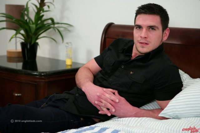 straight guy toy play with Paddy O'Brian at englishlads
