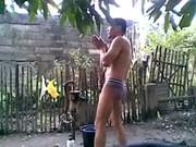 TOMANDO BANHO DE PAU DURO