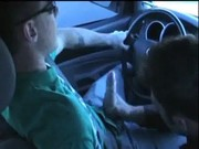 Chupando pau no carro