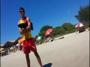 Salva-vidas sem cueca na praia foi flagrado