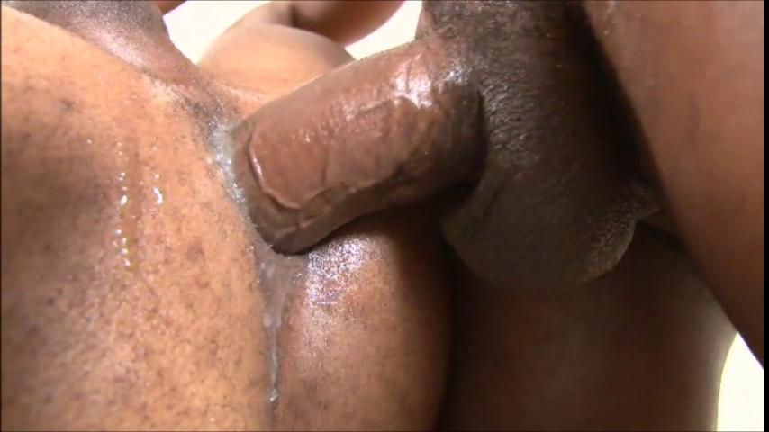sexo bisexual gozando dentro