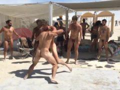 Festival de luta entre homens pelados