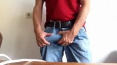 Gringo do pauzão torto mostrando o danado durão louco pra meter em um cu