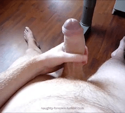 Pênis grande cabeçudo e uncut do macho gozando