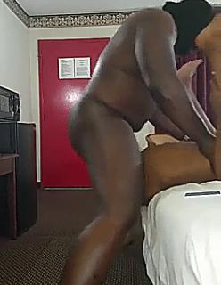 Negro parrudo mete rola sem parar