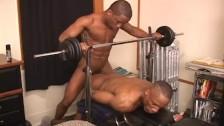 Deu o cu bem gostoso para o professor de musculação