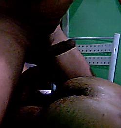 Gozando gostoso no cu peludo do macho