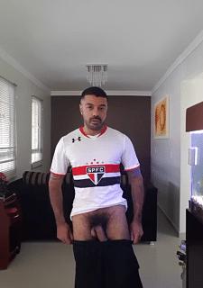 Torcedor do São Paulo mostrando a rola pentelhuda