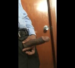 Motorista da rodoviária Tietê punhetando no banheiro