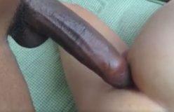 Gay branquinho acorda com piroca no rabinho