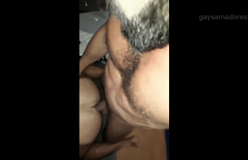 Barbudo gostoso não dispensa um cu de macho