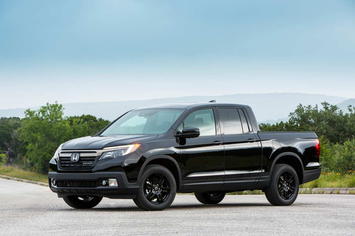 that s so gay 2017 honda ridgeline awd black edition shines day night anywhere it goes. Black Bedroom Furniture Sets. Home Design Ideas