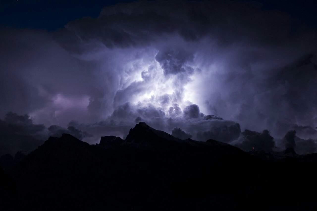 Сильный ветер и грозы ударят по Алтайскому краю в разгар аномальной жары
