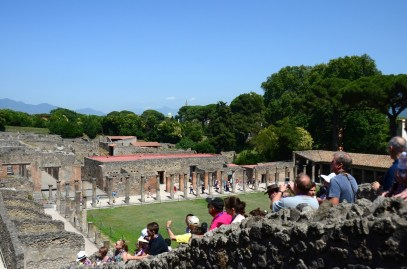 Pompei günümüzde İtalya'nın en popüler turistik merkezlerinden birisi