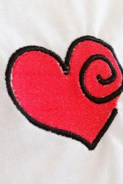 T-shirt coeur brodé