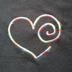 T-shirt coeur multicolore