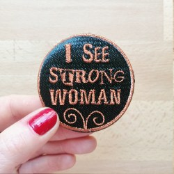 Broche Brodée I See  Strong Woman