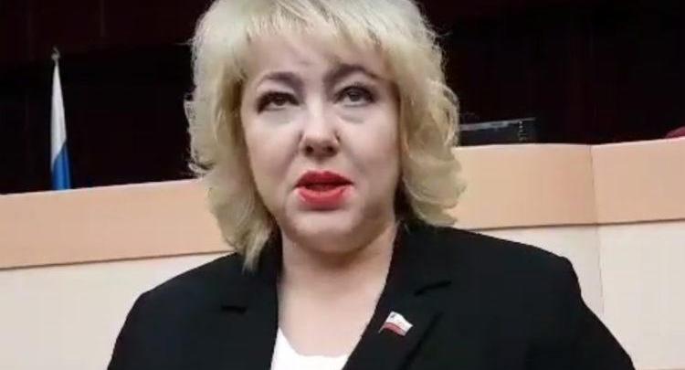 Ольга Болякина считает что ее родственники работают в рамках закона и что закупка у единственного поставщика не является таковой