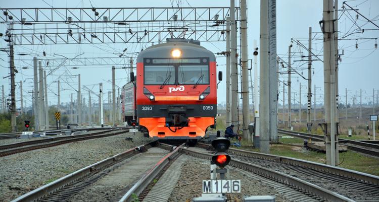 Школьники и студенты из Балаково с 1 сентября могут ездить в пригородных поездах за полцены