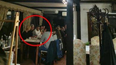 Photo of Cine l-a fotografiat pe Marcel Ciolacu fără mască la restaurantul din Monteoru