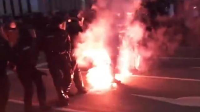 video-proteste-in-germania,-ciocniri-intre-manifestantii-care-se-opun-restrictiilor-si-fortele-de-ordine-la-leipzig