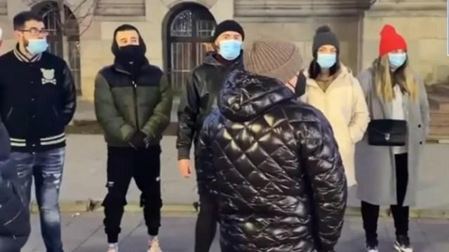 patronii-de-restaurante-si-cafenele,-din-craiova,-protest-in-fata-prefecturii-dolj,-in-urma-deciziei-de-reintrare-in-scenariul-rosu