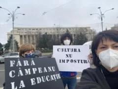 tudor-chirila,-oana-gheorghiu-si-carmen-uscatu,-protest-in-piata-victoriei-fata-de-numirea-lui-sorin-cimpeanu-la-educatie